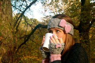 Click here to purchase the knitting pattern for the Bonnie Bow Headband and Wristwarmers Set.