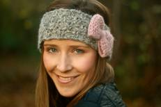 Click here to purchase the knitting pattern for the Bonnie Bow headband.